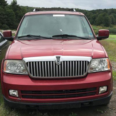 2005 Lincoln Navigator 2