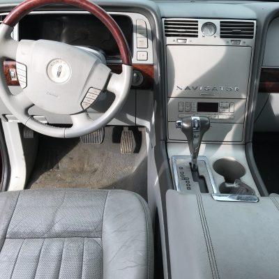 2005 Lincoln Navigator 4